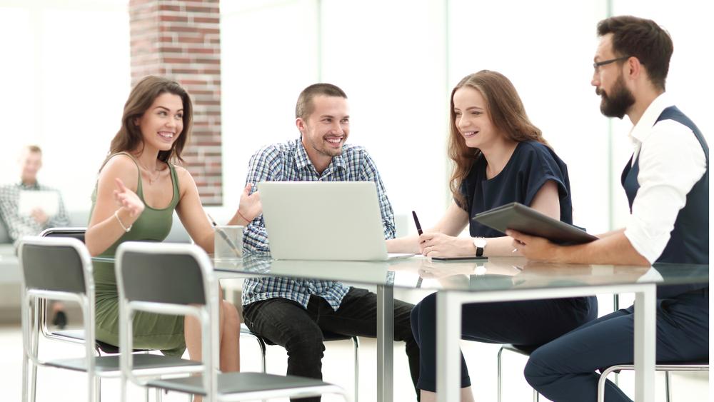 mladí ľudia v práci a druhý pilier