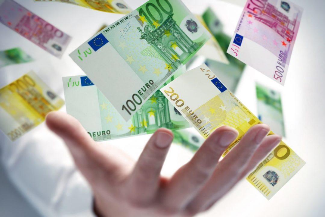 peniaze v ruke