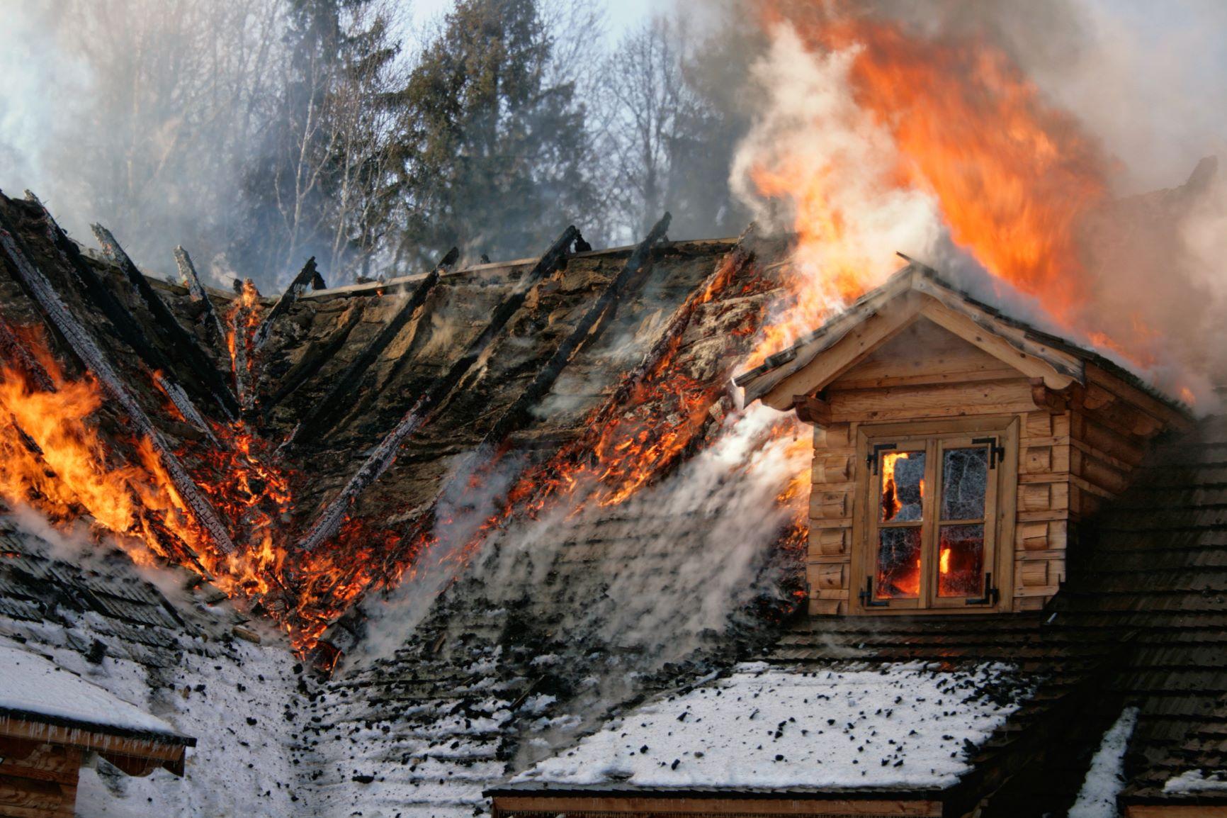 zhorená strecha domu