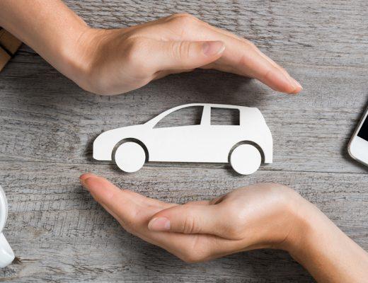 ruky chránia auto. havarijné poistenie