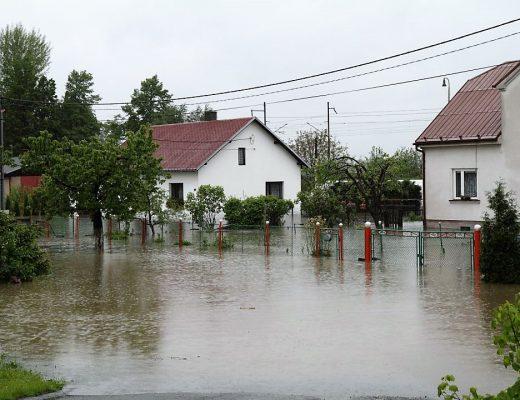 zaplavené domy, povodeň