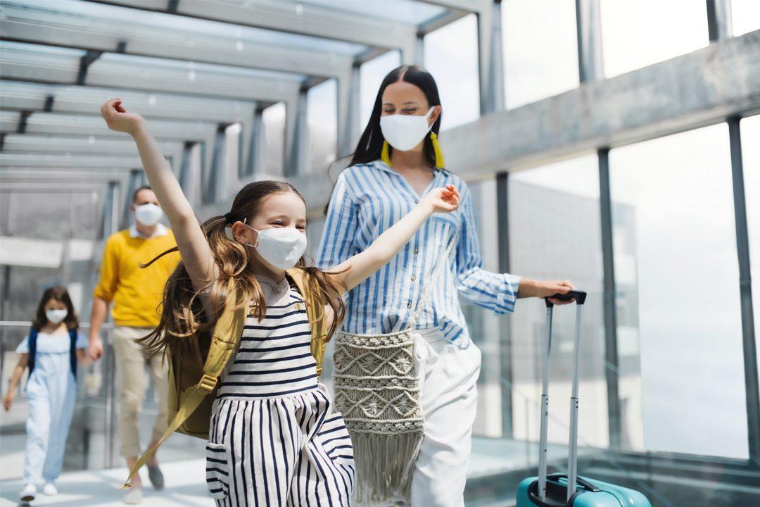 rodina na letisku